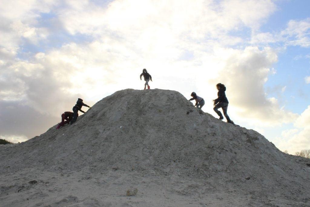 Zandbult op het natuureiland in De Oostergast